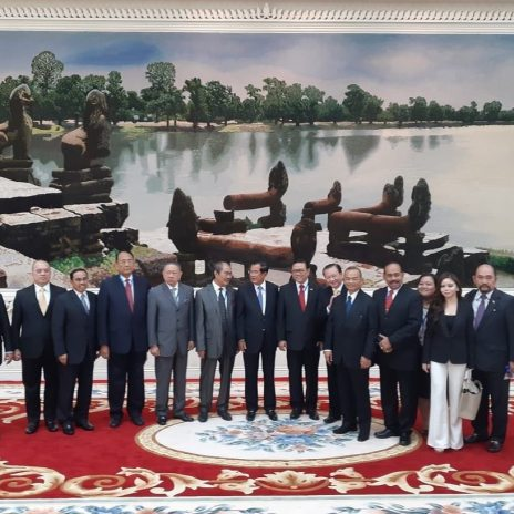 Prime Minister Hunsen with Delegates of Indonesia
